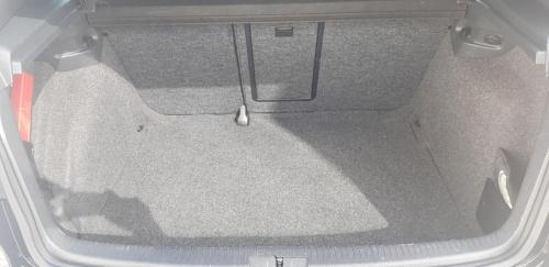 Volkswagen Golf VI 2.0 TDI 170 CV (6)